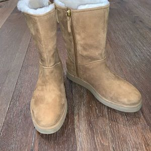 UGG Women's Size 7 Side ZIP Boot